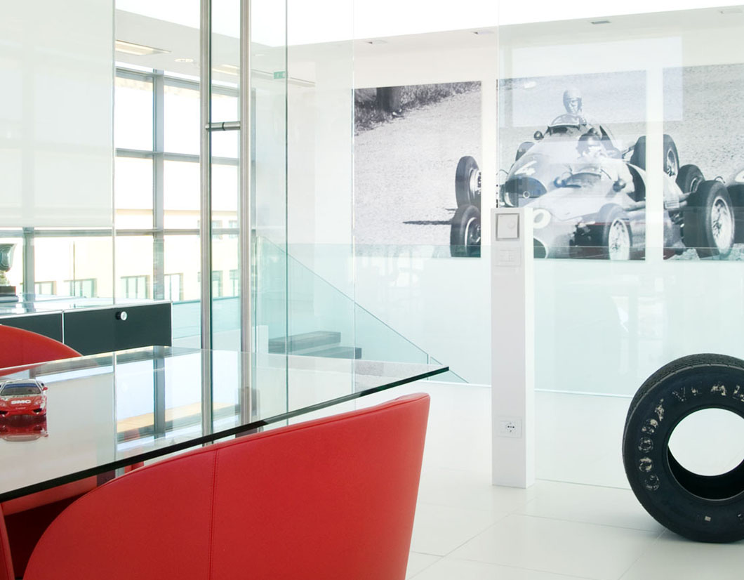 Design arredamento showroom automobili Modena by simone piva
