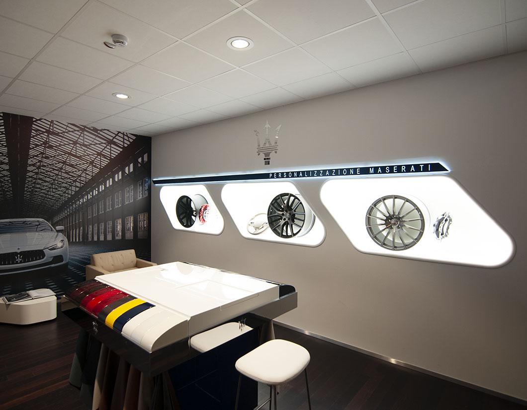 Realizzazione arredo showroom Maserati - simone piva